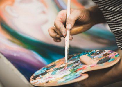 Zusatzausbildung Kunst- und Gestaltungstherapeut (vergrößert)_Farbe_Pinsel_Farbpalette